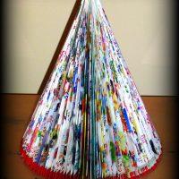 arbol de navidad reciclado con revistas