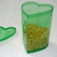 Caja con botellas de plastico en forma de corazón - Manualidades en video