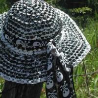 Sombrero con anillas de latas