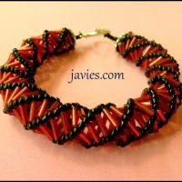 Pulsera espiral rusa con canutillos rojos