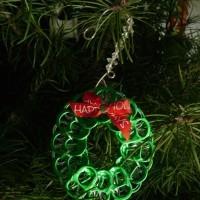 Adorno navideño con anillas de aluminio