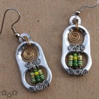 Pendientes originales con resistencias y anillas de latas