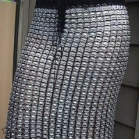 Falda con anillas de latas de aluminio