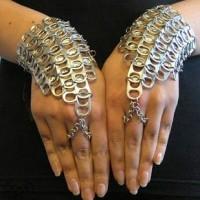Brazalete indu con anillas de latas