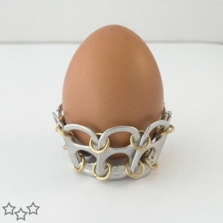 Soporte para huevos con anillas de latas