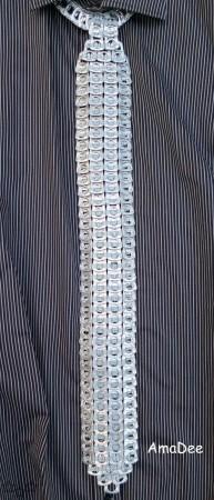 Corbata de anillas de latas de aluminio