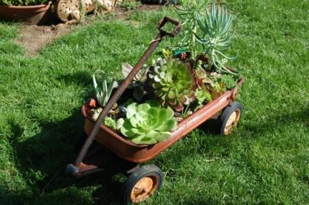 carro de mano para decorar el jardín