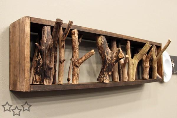 percheros con troncos