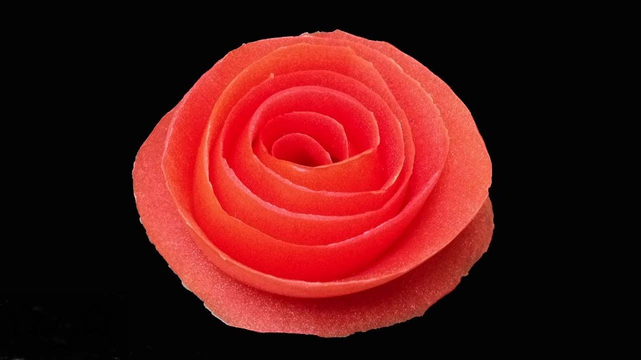 Rosa con piel de tomate
