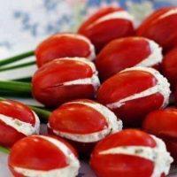 Tulipanes con tomates
