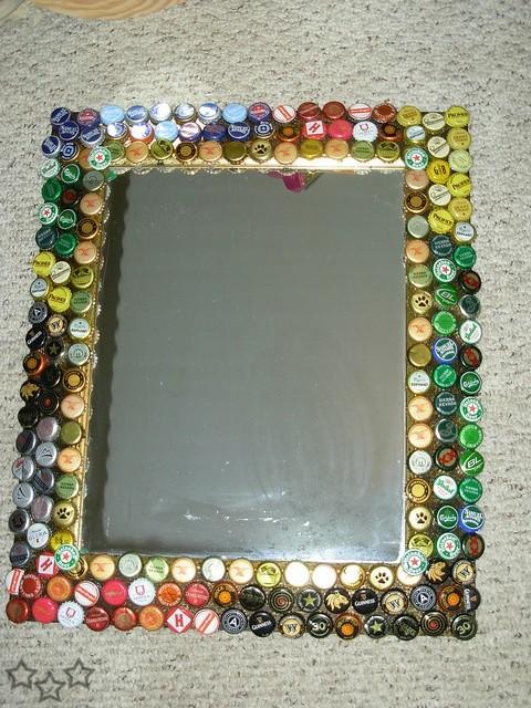Reciclar chapas de botellas 10 for Decoracion de espejo con material reciclable