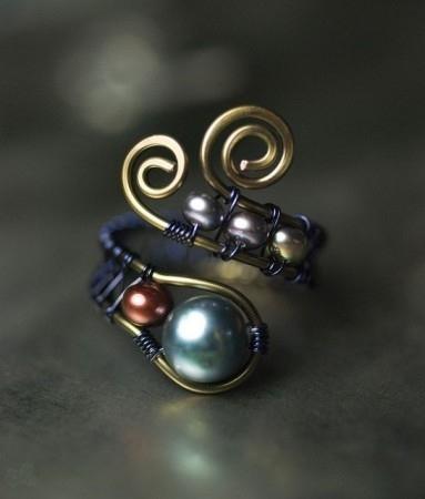 bisutería con alambre anillo con abalorios