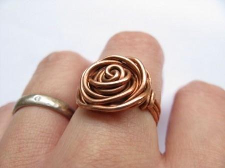 bisutería con alambre anillo de cobre