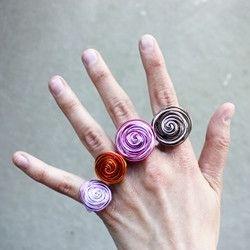 bisutería con alambre anillos de colores