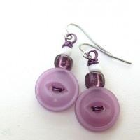 bisuteria con botones - pendientes lila