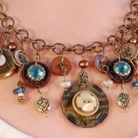 collar con botones vintage
