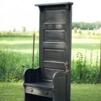 Mueble perchero con puerta reciclada