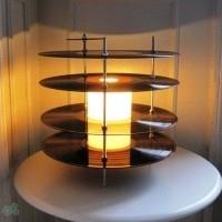 lampara con discos de vinilo
