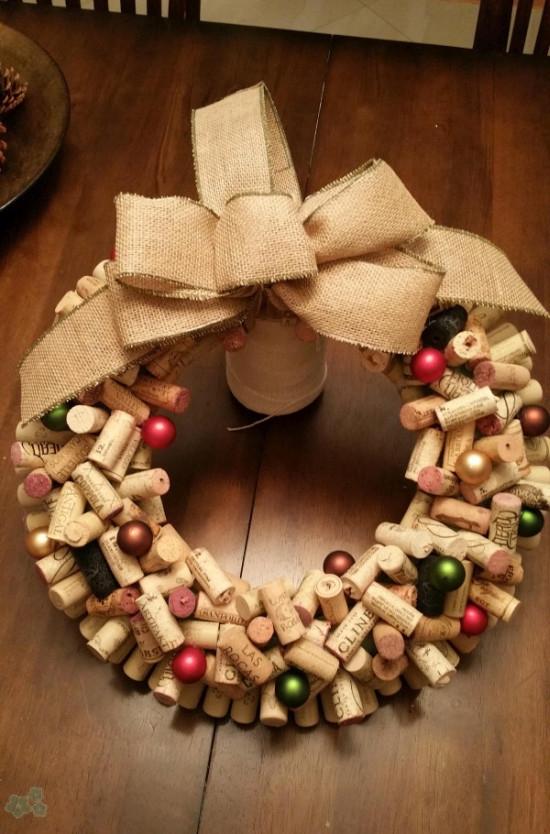 Como hacer una corona navide a con tapones de corcho - Como hacer coronas navidenas ...